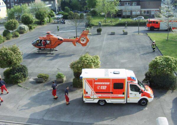 ambulance-257322