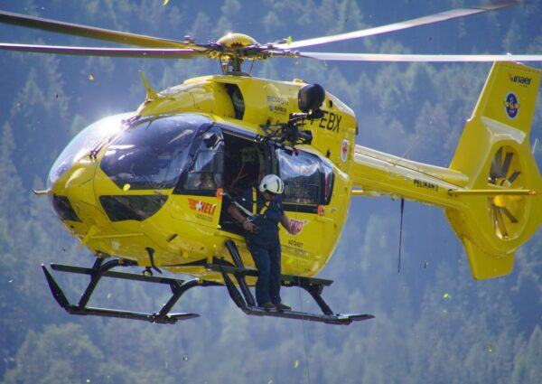 helicopter-1696239 (1)